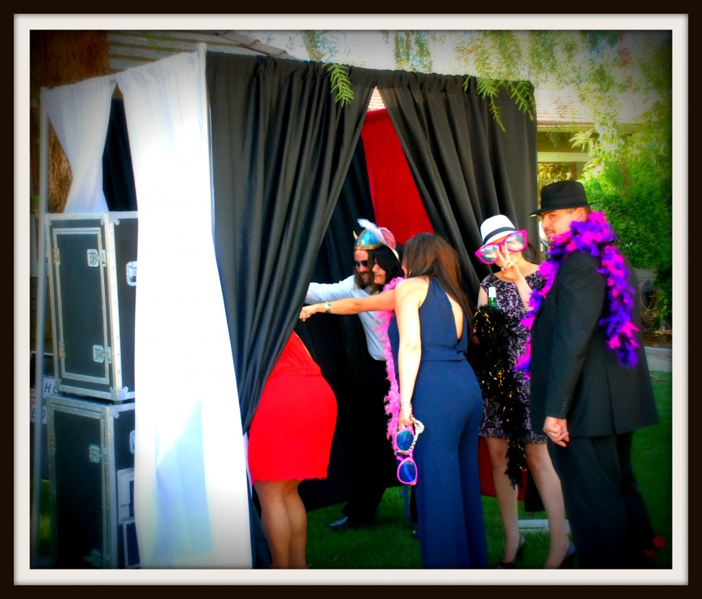enclosed photo booth for weddings